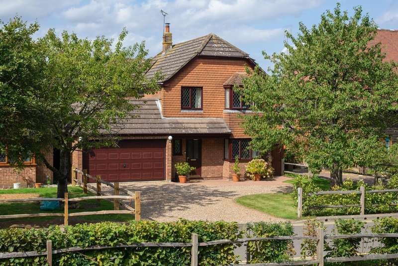 4 Bedrooms Detached House for sale in Blackwall Road South, Willesborough Lees, Ashford, TN24