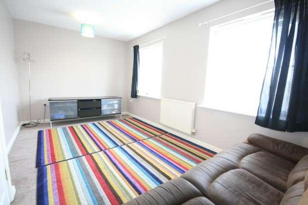 3 Bedrooms Terraced House for sale in Blackthorn Road, Ilford, IG1