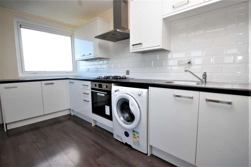 2 Bedrooms Flat for rent in Beaver Tower, Mansell Close, Leigh-On-Sea, SS9