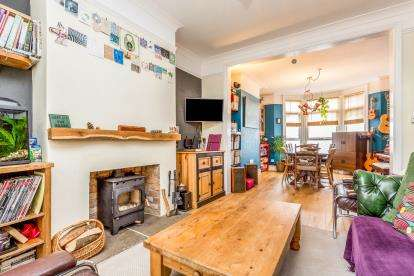 2 Bedrooms Terraced House for sale in Cairns Crescent, Bristol