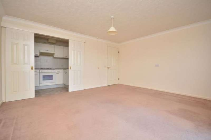 1 Bedroom Flat for rent in Queens Crt, Queens Parade, Cliftonville, CT9 2GB