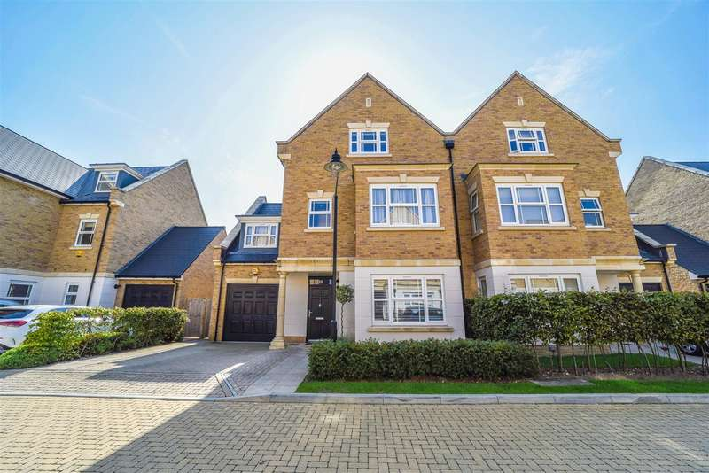 4 Bedrooms Semi Detached House for sale in Roper Crescent, Sunbury-On-Thames