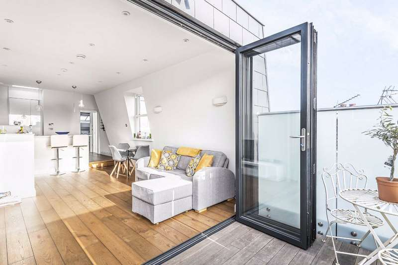 5 Bedrooms Flat for sale in Latchmere Road, London, London, SW11