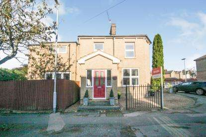 3 Bedrooms End Of Terrace House for sale in Borough Road, Dunstable, Bedfordshire