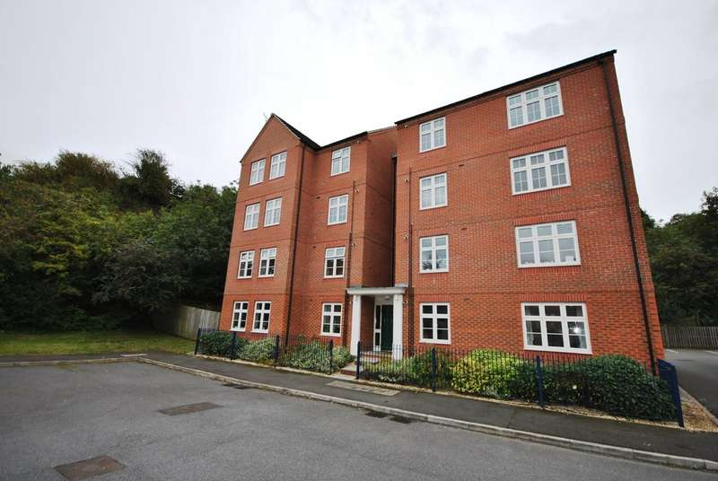 2 Bedrooms Flat for rent in Wenlock Drive, West Bridgford, Nottingham