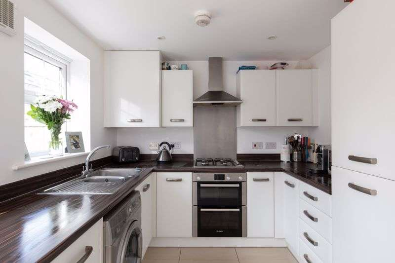 3 Bedrooms Property for sale in Erickson Gardens, Bromley