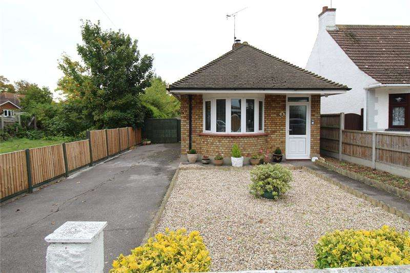 1 Bedroom Bungalow for sale in Pargat Drive, Eastwood, Leigh-On-Sea, Essex, SS9