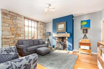 3 Bedrooms Terraced House for sale in Burnley Road, Cliviger, Lancashire, BB10