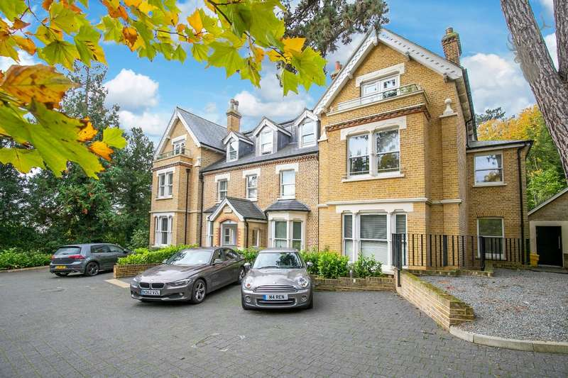 2 Bedrooms Flat for sale in Piercing Hill, Theydon Bois, Epping