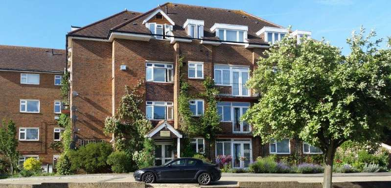2 Bedrooms Flat for sale in Croydon Road, Westerham