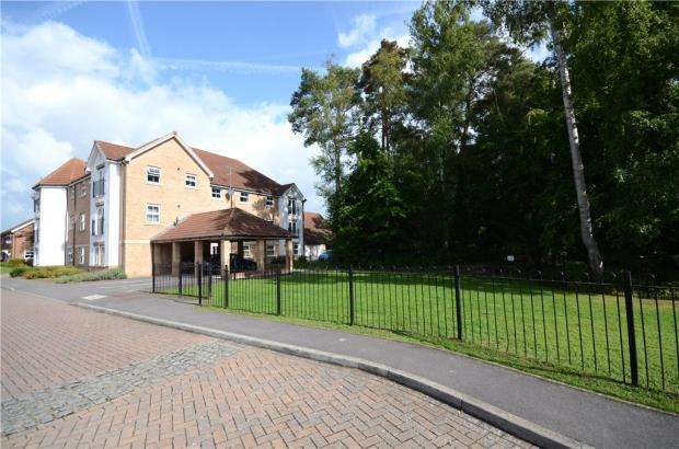 2 Bedrooms Apartment Flat for sale in Haskins Gardens, Farnborough