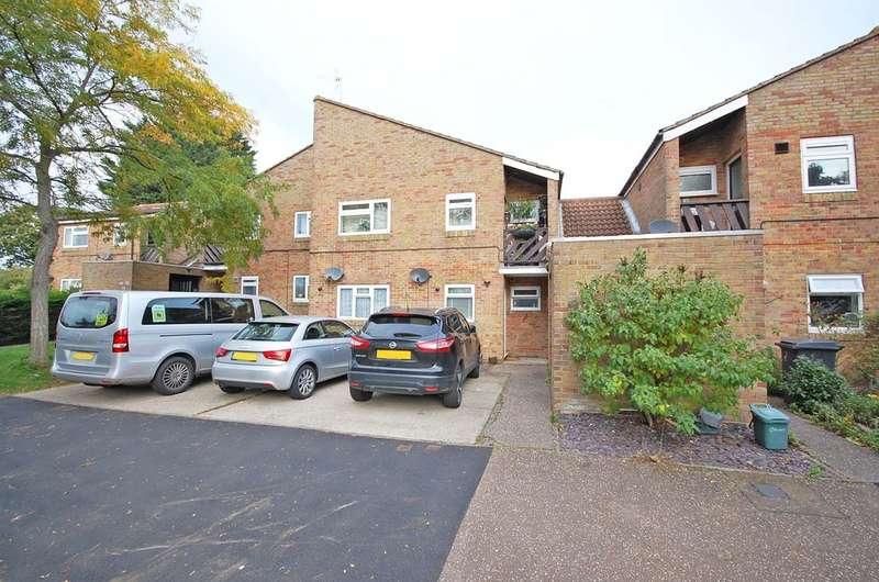 2 Bedrooms Maisonette Flat for sale in Beadle Way, Great Leighs, Chelmsford, CM3