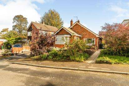 3 Bedrooms Bungalow for sale in Larch Grove, Warwick, Warwickshire