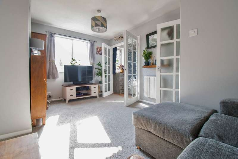 1 Bedroom Studio Flat for sale in Southwold Road, WD24