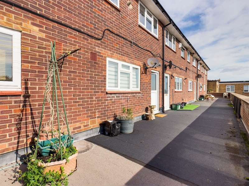 2 Bedrooms Flat for sale in Aldsworth Close, Drayton, Portsmouth, PO6 1QR