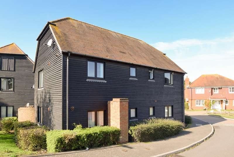 2 Bedrooms Flat for sale in St Augustines Court , Herne Bay