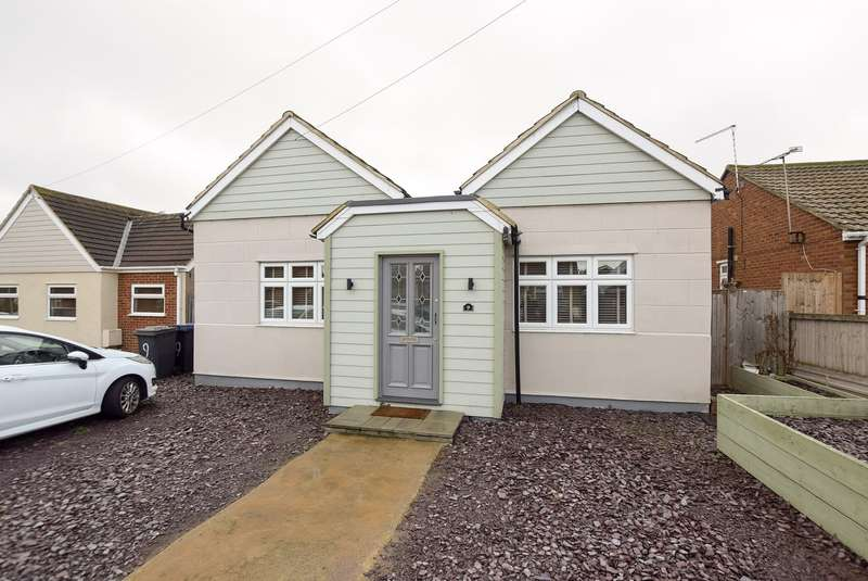2 Bedrooms Detached Bungalow for sale in Hillman Avenue, Herne Bay