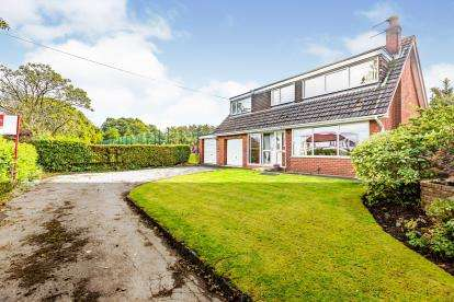 3 Bedrooms Detached House for sale in Grasmere Close, Euxton, Chorley, Lancashire