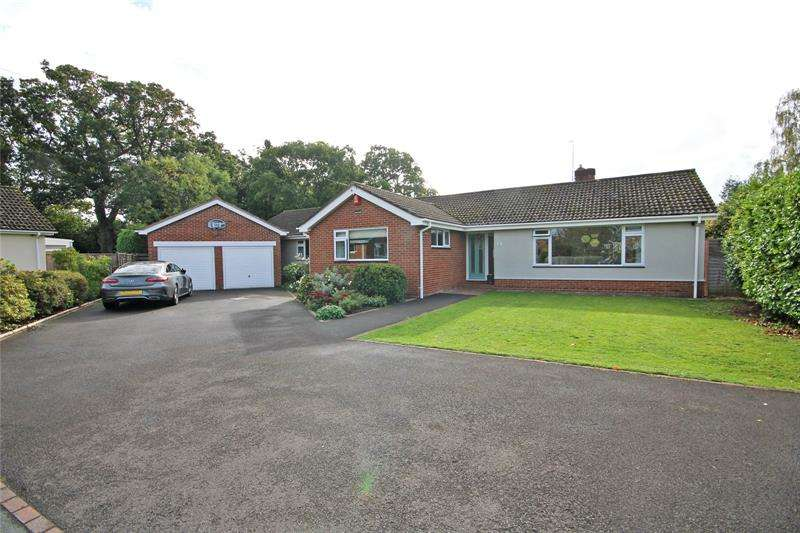 5 Bedrooms Bungalow for sale in Ballard Close, New Milton, BH25