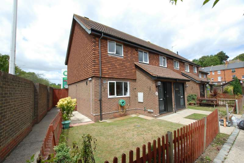 3 Bedrooms End Of Terrace House for sale in Findlay Court, Hythe, CT21