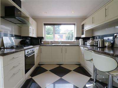 3 Bedrooms Detached House for sale in Adwick Road, Mexborough