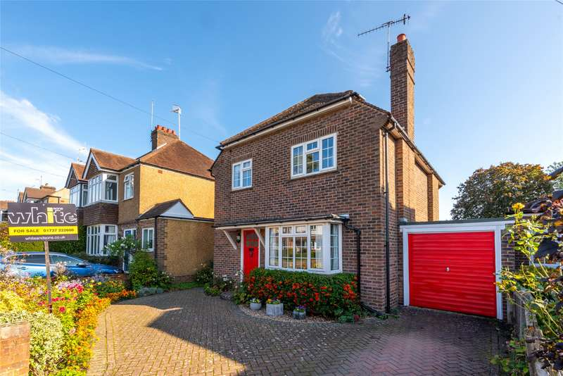 4 Bedrooms Detached House for sale in Clarence Walk, Redhill, RH1
