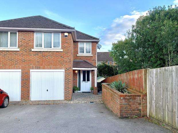 4 Bedrooms Semi Detached House for sale in Yardley Road, Hedge End, Southampton