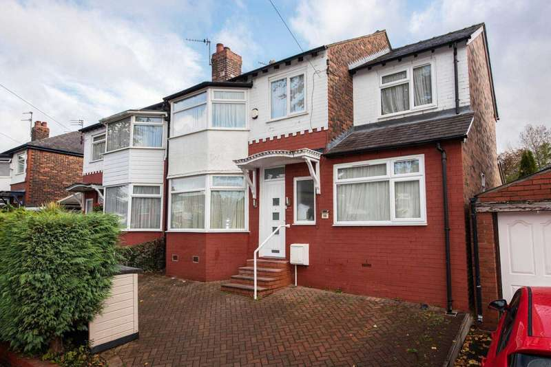 4 Bedrooms Semi Detached House for sale in Fairway, Prestwich