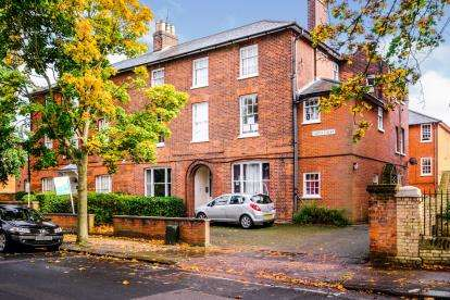 1 Bedroom Maisonette Flat for sale in The Crescent, Bedford, Bedfordshire