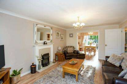 4 Bedrooms Semi Detached House for sale in Cowplain, Waterlooville, Hampshire