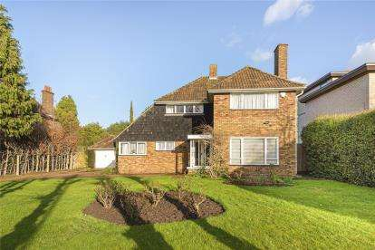 3 Bedrooms Detached House for sale in Heathfield Lane, Chislehurst