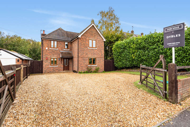 3 Bedrooms Detached House for sale in Overton Road , Micheldever Station