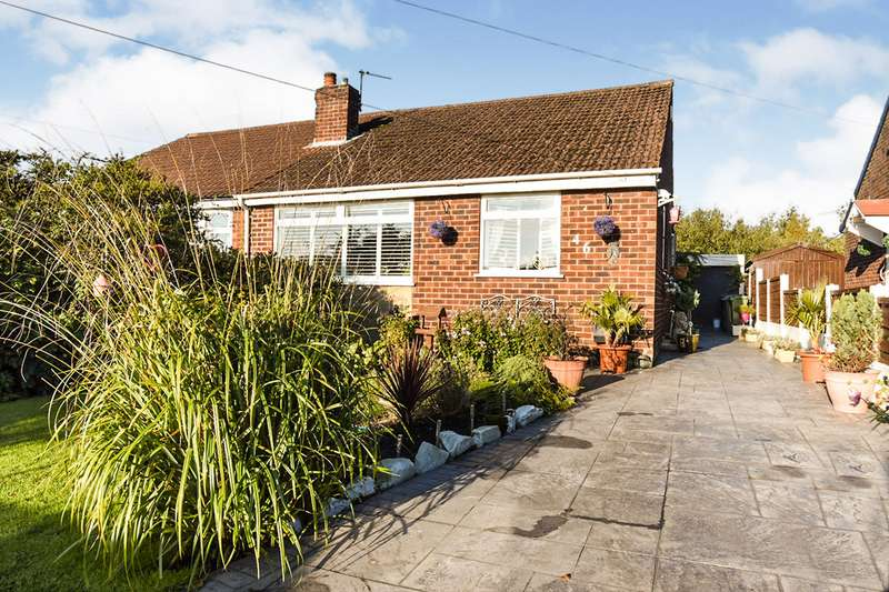 2 Bedrooms Semi Detached Bungalow for sale in Leaford Avenue, Denton, Manchester, Greater Manchester, M34