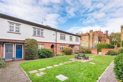 3 Bedrooms Maisonette Flat for sale in Fire Station Mews, 4A Bromley Road, Beckenham