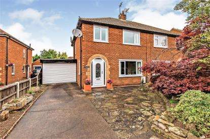 3 Bedrooms Semi Detached House for sale in Roseberry Avenue, Stokesley, North Yorkshire, England