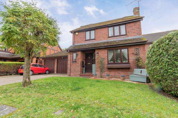 4 Bedrooms Detached House for sale in Driftway Road, Hook, Hampshire