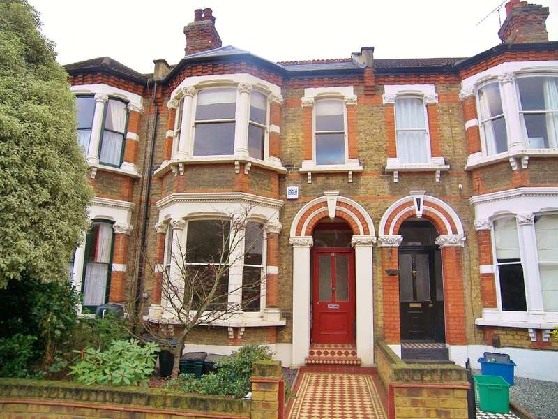 3 Bedrooms Terraced House for rent in Addison Road, Wanstead