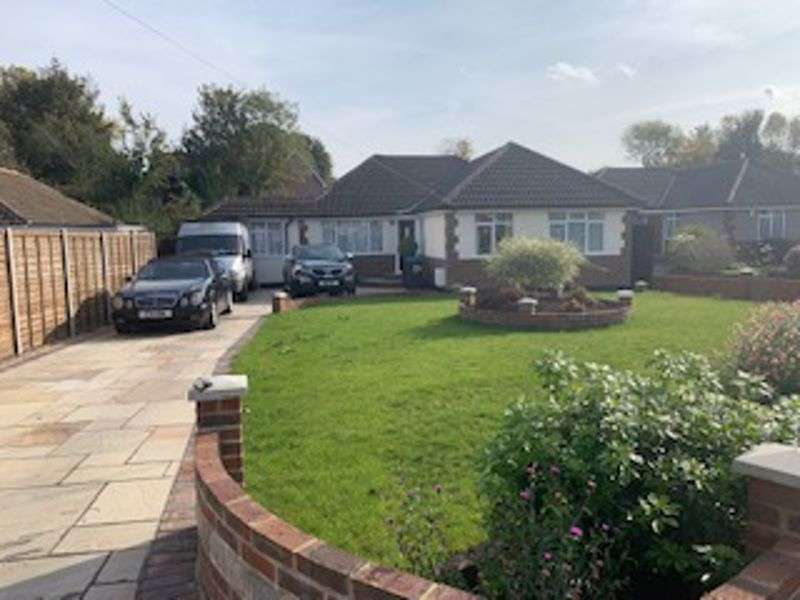 4 Bedrooms Property for rent in Mayes Close, Warlingham