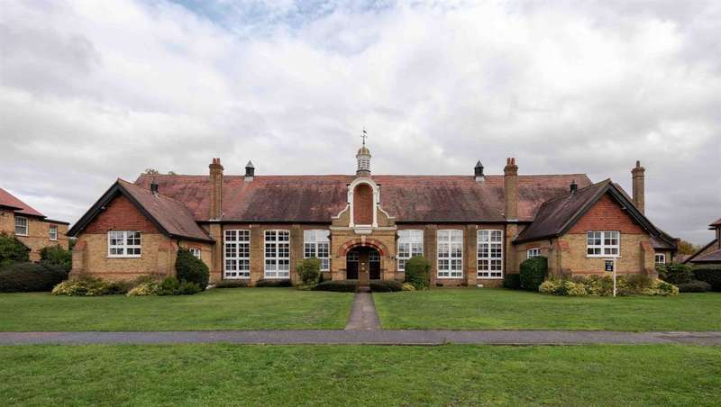 1 Bedroom Flat for sale in The Chapel, The Mall, Hornchurch