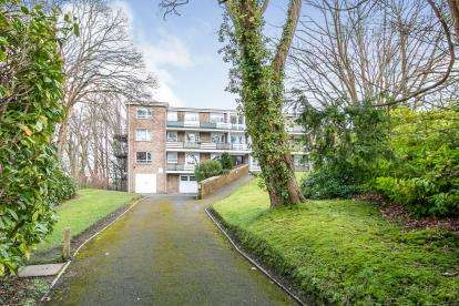 2 Bedrooms Flat for sale in Headswell Crescent, Redhill, Bournemouth