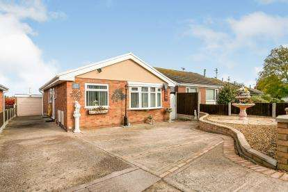 3 Bedrooms Bungalow for sale in Dwyfor Court, Prestatyn, Denbighshire, North Wales, LL19