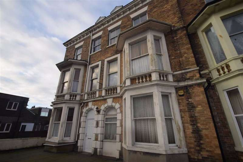 2 Bedrooms Flat for rent in Aberdeen Walk, Scarborough, North Yorkshire, YO11