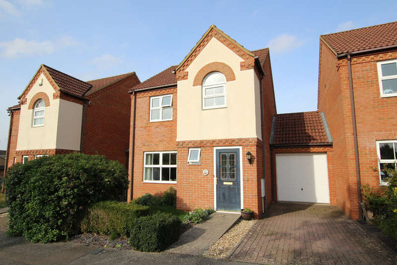 3 Bedrooms Semi Detached House for sale in Redwing Rise, Royston