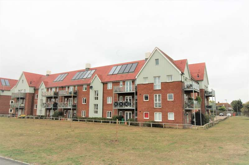 2 Bedrooms Apartment Flat for sale in Cooper House, Woodside Close, Little Thurrock, RM16