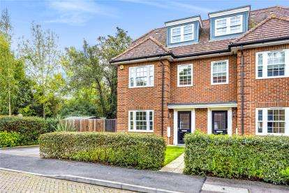 4 Bedrooms Semi Detached House for sale in Century Way, Beckenham