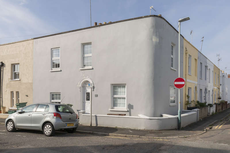 3 Bedrooms End Of Terrace House for sale in Mitre Street, Cheltenham GL53 7JS