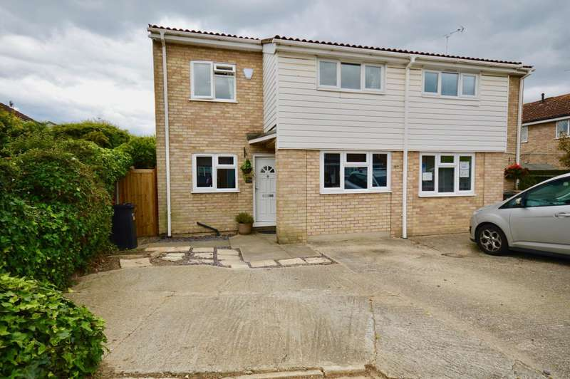4 Bedrooms Detached House for sale in Paddock Drive, Chelmsford, CM1