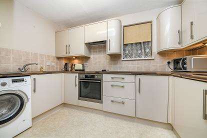 2 Bedrooms Flat for sale in Eastfield Road, Brentwood, Essex