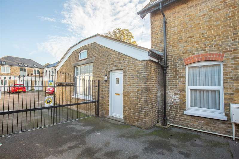 2 Bedrooms Detached Bungalow for sale in The Square, BIRCHINGTON