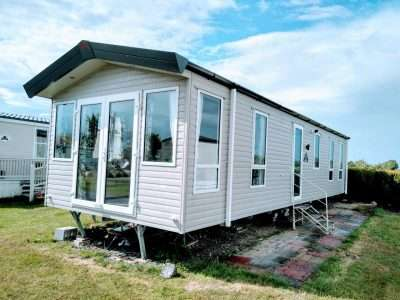 2 Bedrooms Lodge Character Property for sale in Sea End Caravan Park, Essex